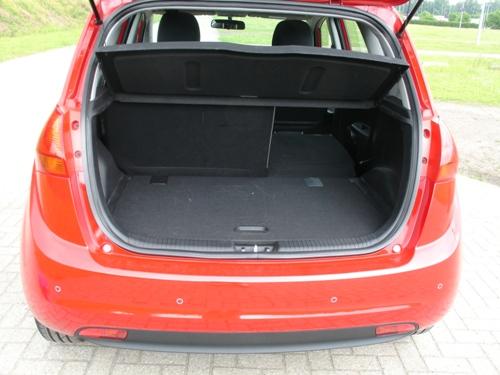 Met 440 liter is de bagageruimte voor dit segment aanvaardbaar groot.