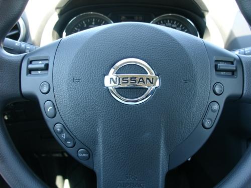 Handen aan het stuur houden is makkelijk met zoveel knopjes op het stuurwiel.