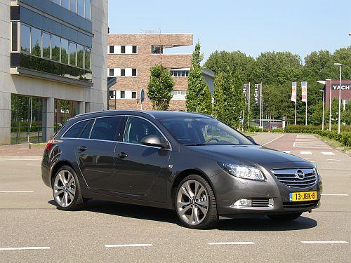 Thuis op het bedrijventerrein en in de gemiddelde woonwijk: de Opel Insignia Sports Tourer