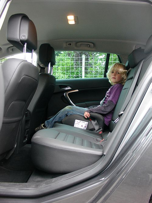 Voor kinderen is er ruimte genoeg op de achterbank