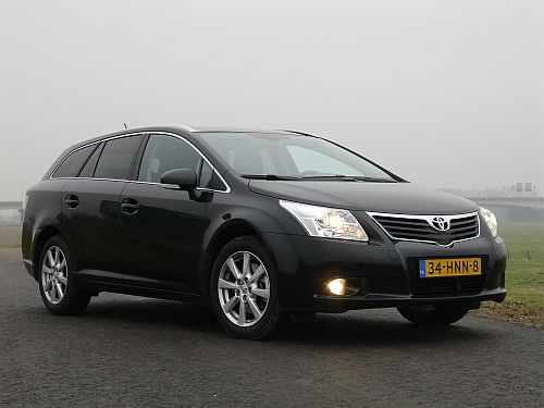 ikvader test de nieuwe toyota avensis wagon. Black Bedroom Furniture Sets. Home Design Ideas